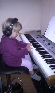 ich sitze am klavier