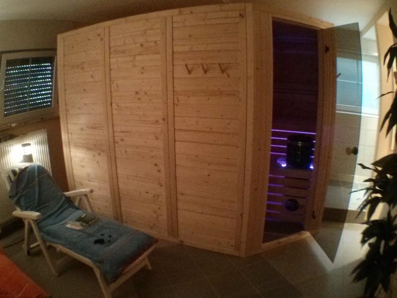 wer hat schon eine blockbohlen element sauna selber gebaut. Black Bedroom Furniture Sets. Home Design Ideas